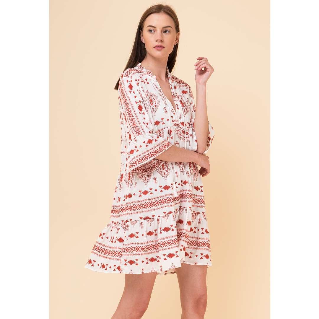 b78a852e3b49 Φόρεμα με κεντήματα σε αντίθεση