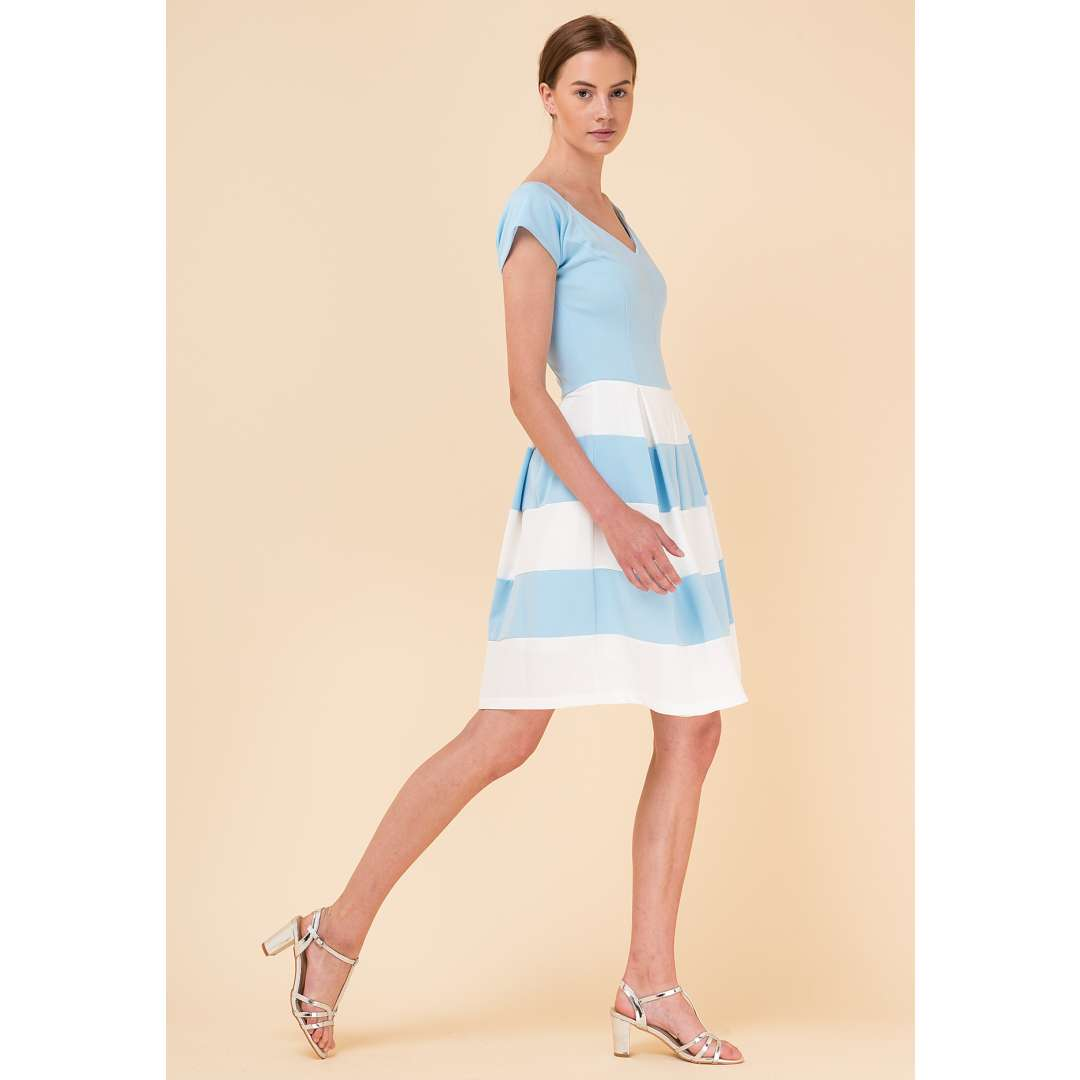 bb8bef2a7f53 Μίνι κλος φόρεμα σε αντίθεση