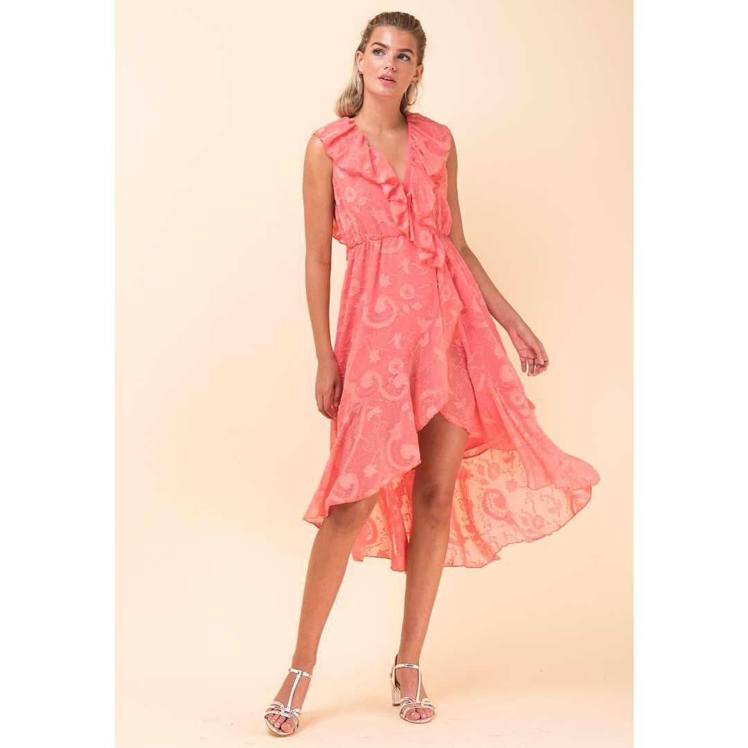 02c9906d90a Ασύμμετρο φόρεμα με ανάγλυφα σχέδια
