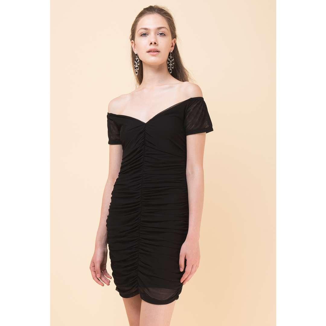 Εφαρμοστό φόρεμα με σούρες