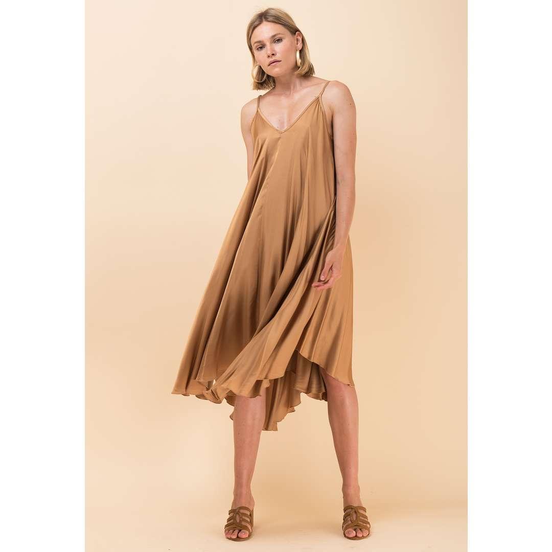 Μίντι σατέν φόρεμα σε στιλ lingerie