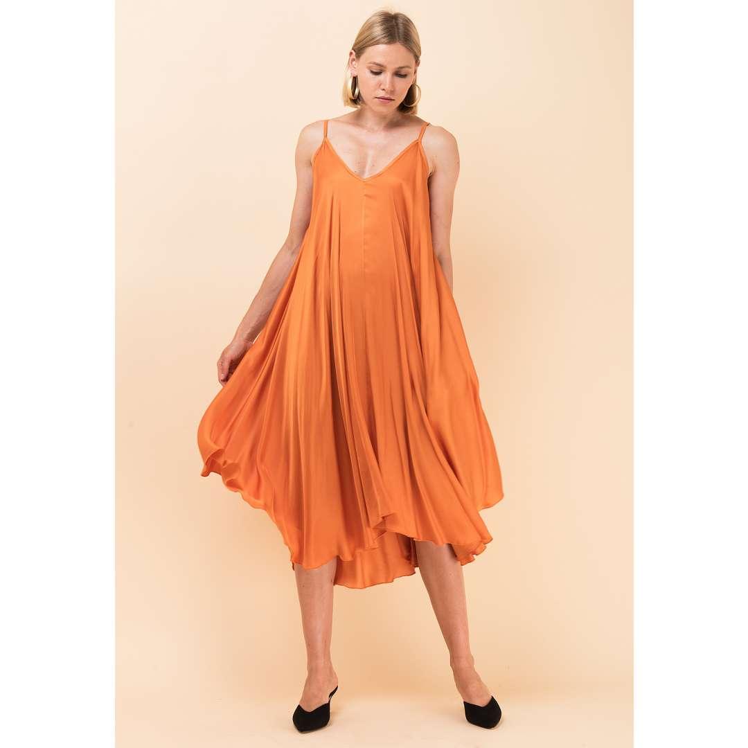 Σάτεν φόρεμα σε στιλ lingerie