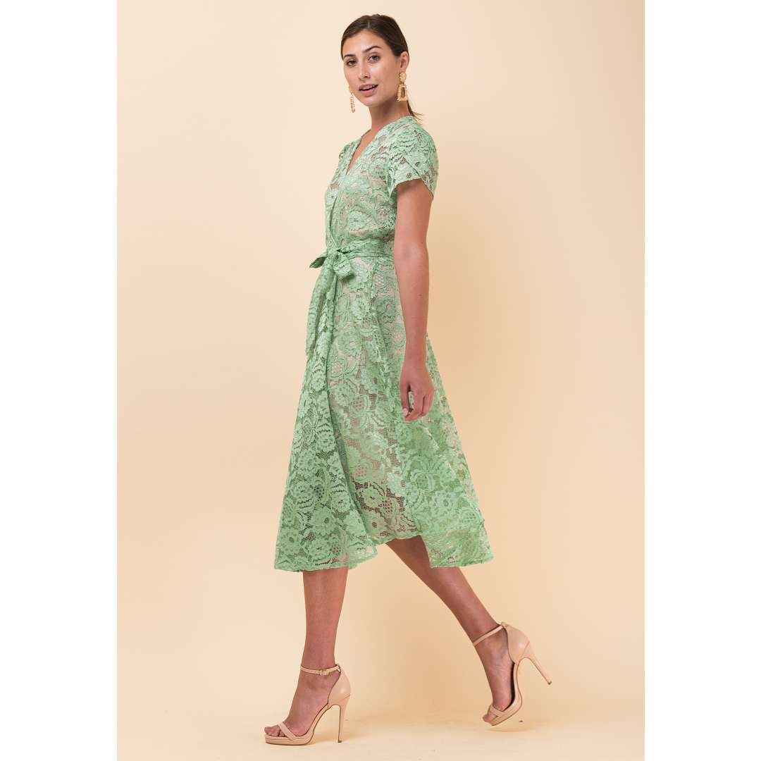 Μίντι δαντελένιο κρουαζέ φόρεμα