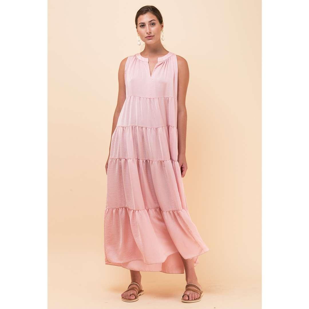Μακρύ σατέν φόρεμα με λεπτομέρειες βολάν