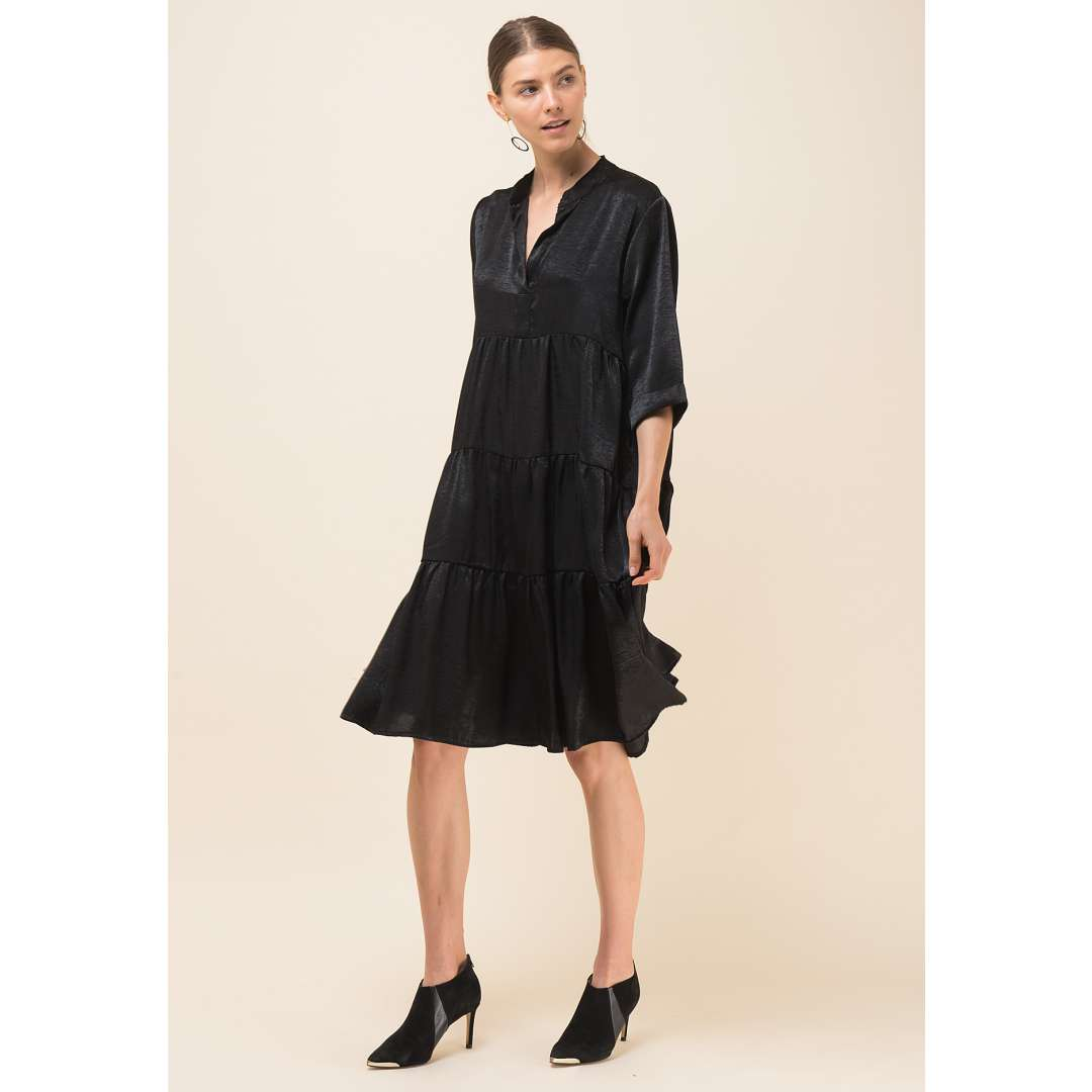 Loose σατέν φόρεμα με V ντεκολτέ