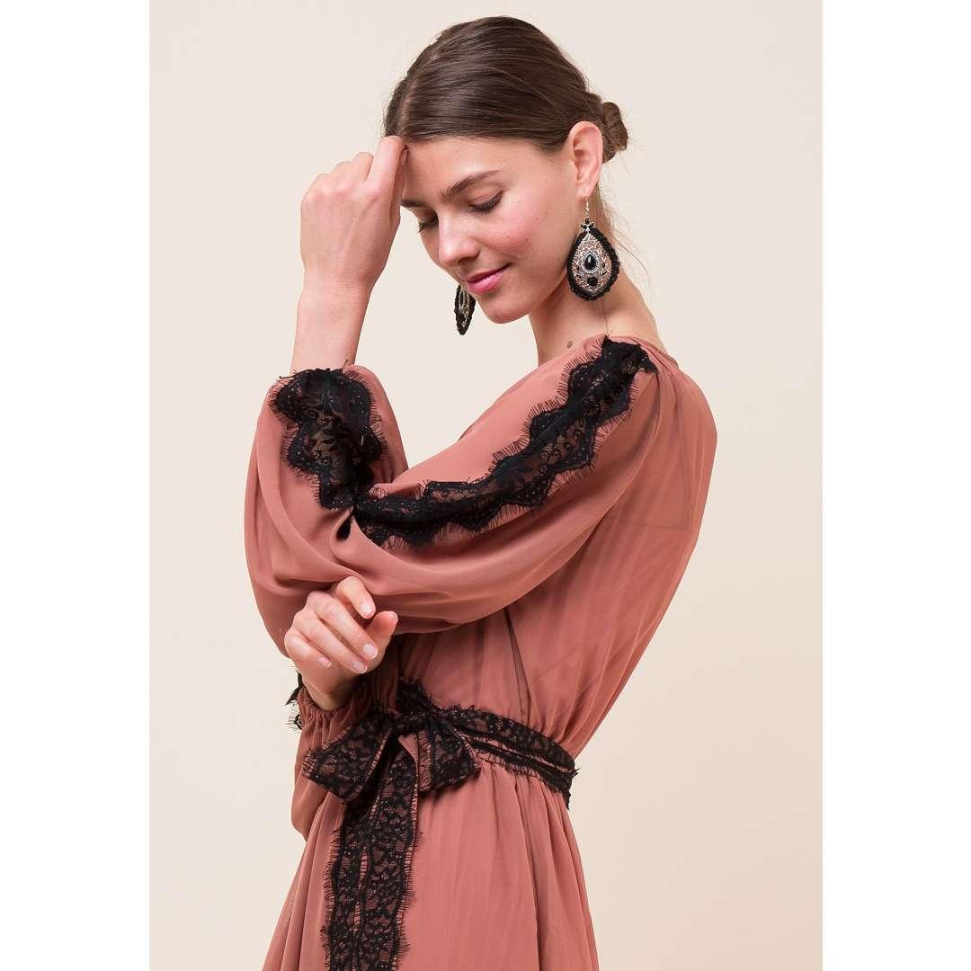 Maxi δετό φόρεμα με λεπτομέρειες δαντέλα