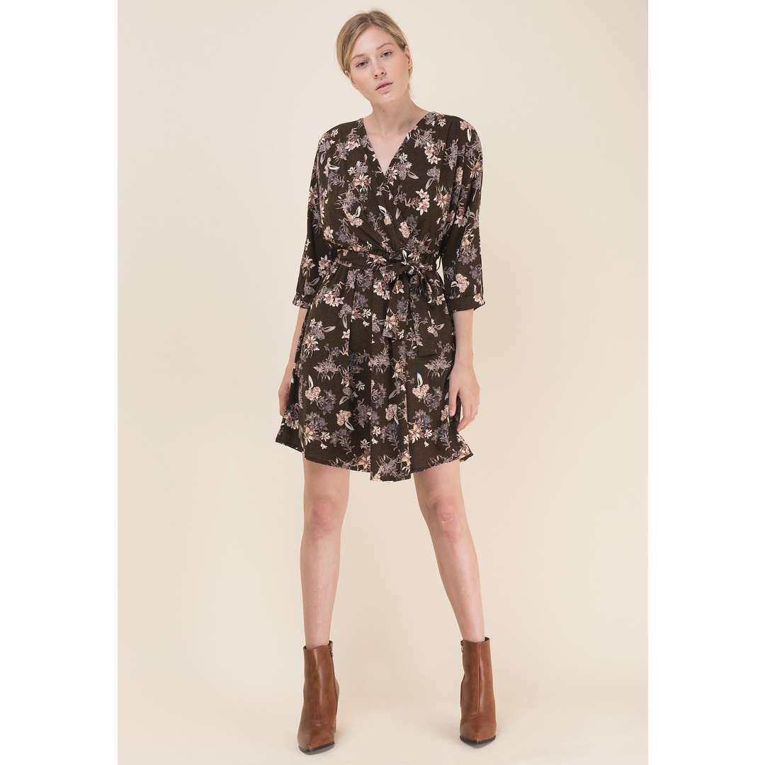 Εμπριμέ κρουαζέ φόρεμα με ζώνη