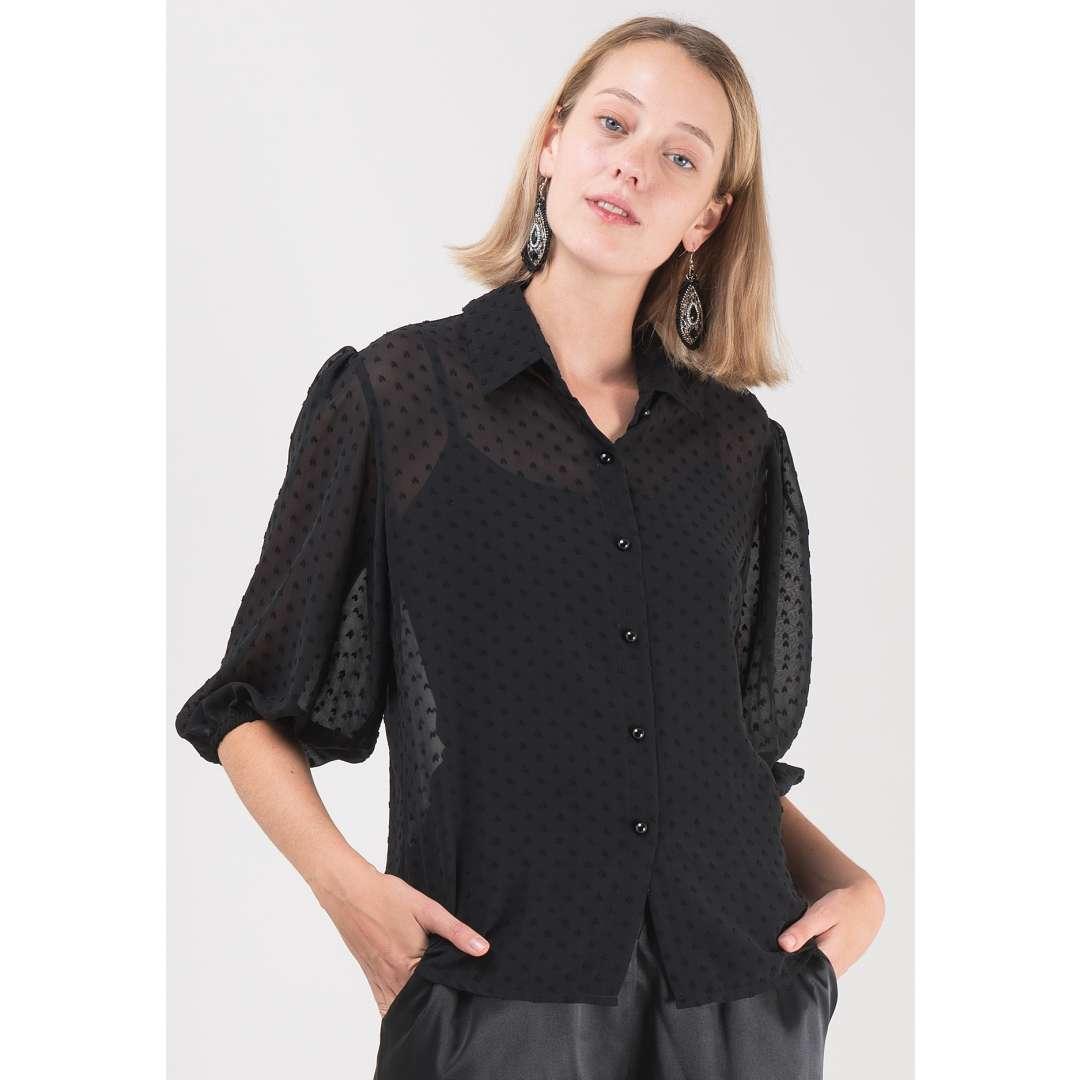 Ημιδιαφανές πουκάμισο με πουά ανάγλυφο μοτίβο