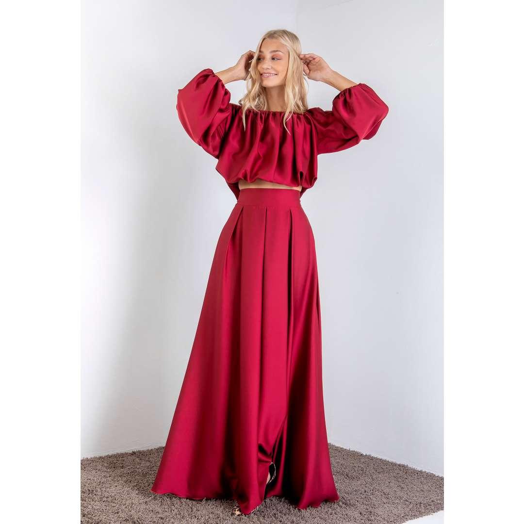 Μακριά φούστα με υφή σατέν