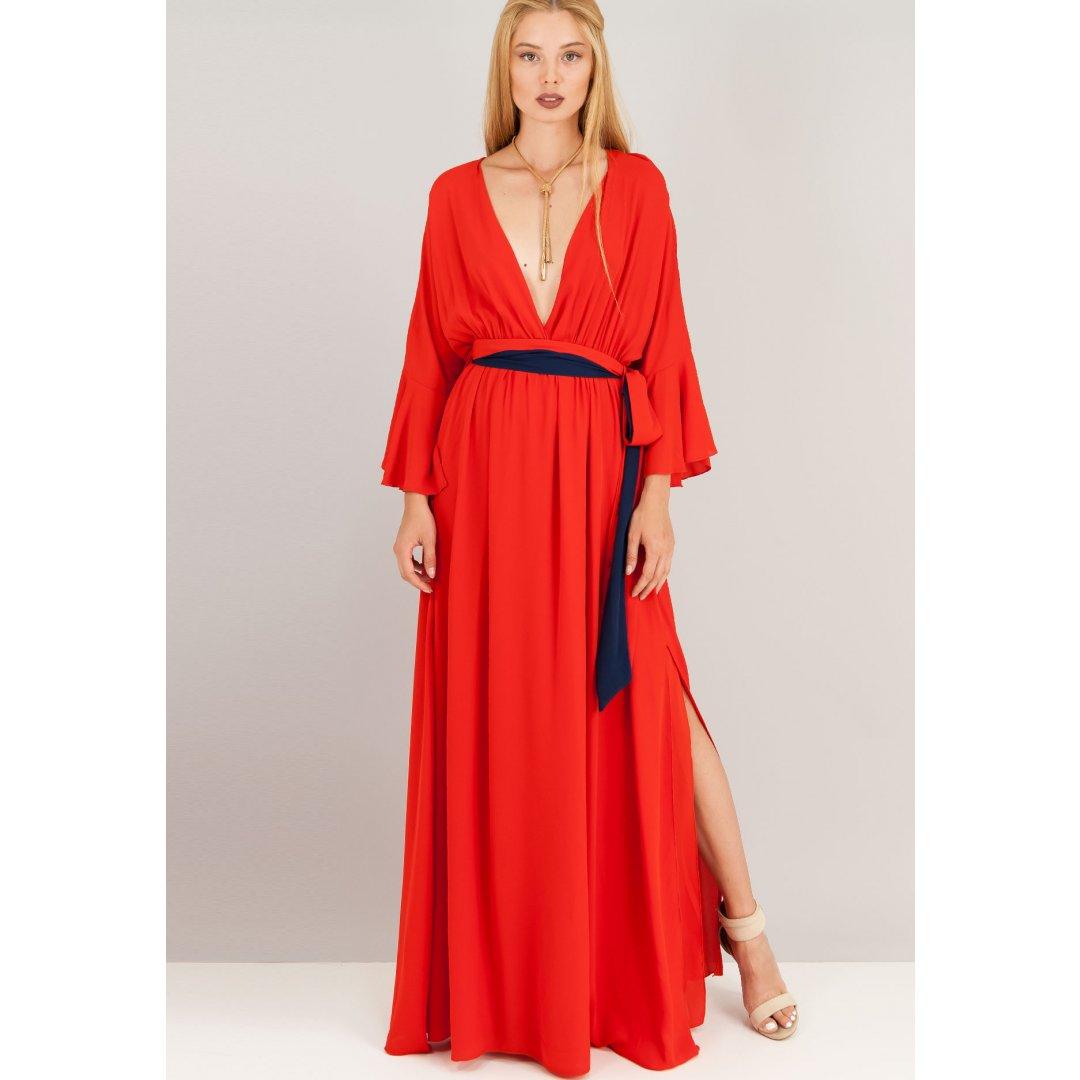 Μακρύ φόρεμα με βαθύ ντεκολτέ και μανίκια καμπάνα. ενδυματα   φορεματα