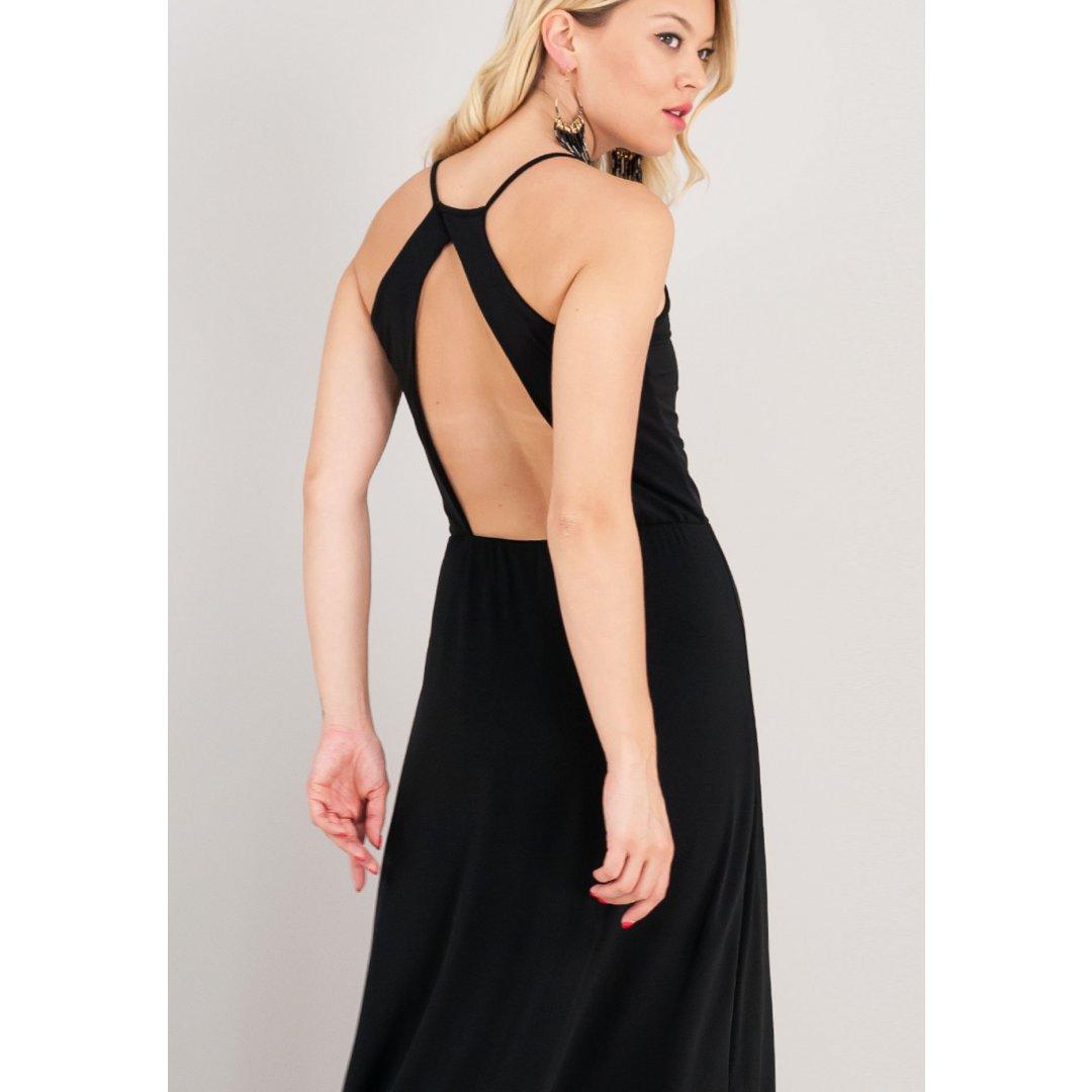 Μακρύ μαύρο φόρεμα με ανοιχτή πλάτη. ενδυματα   φορεματα