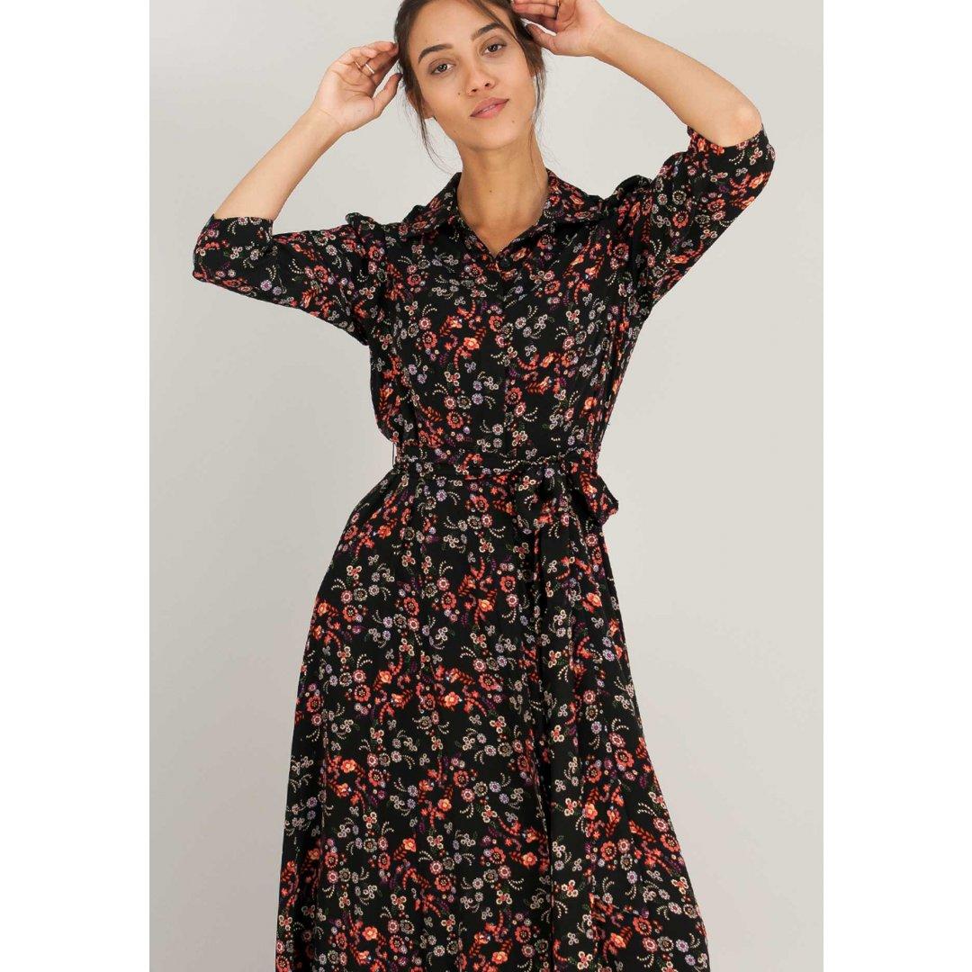 Μακρύ εμπριμέ φόρεμα σε στυλ πουκάμισο.