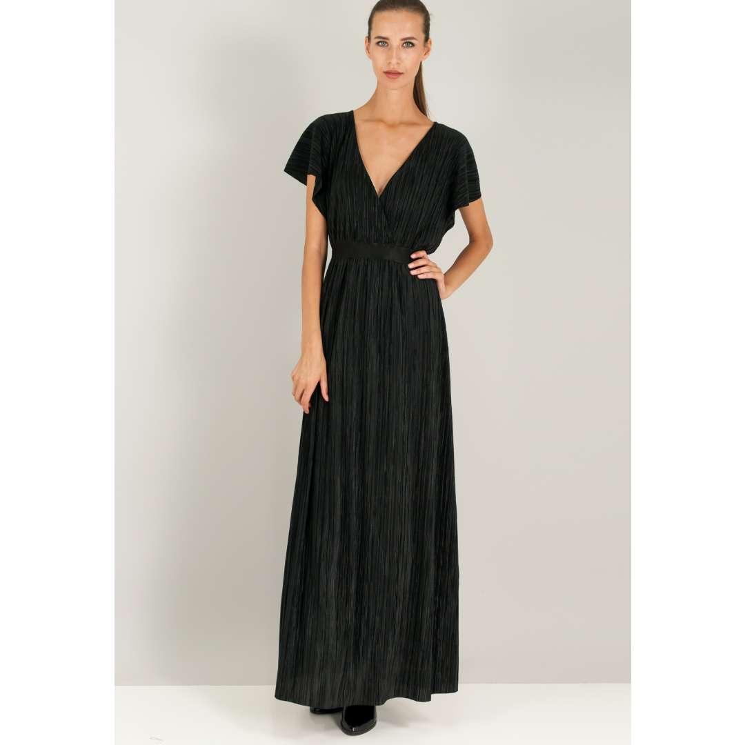 Μακρύ πλισέ φόρεμα με κρουαζέ λαιμόκοψη.