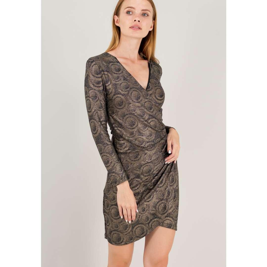 Λούρεξ φόρεμα με σούρες στο πλάι.