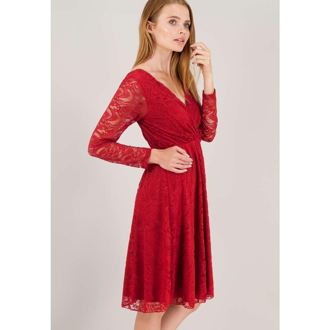 Δαντελένιο κρουαζέ φόρεμα με V πλάτη.