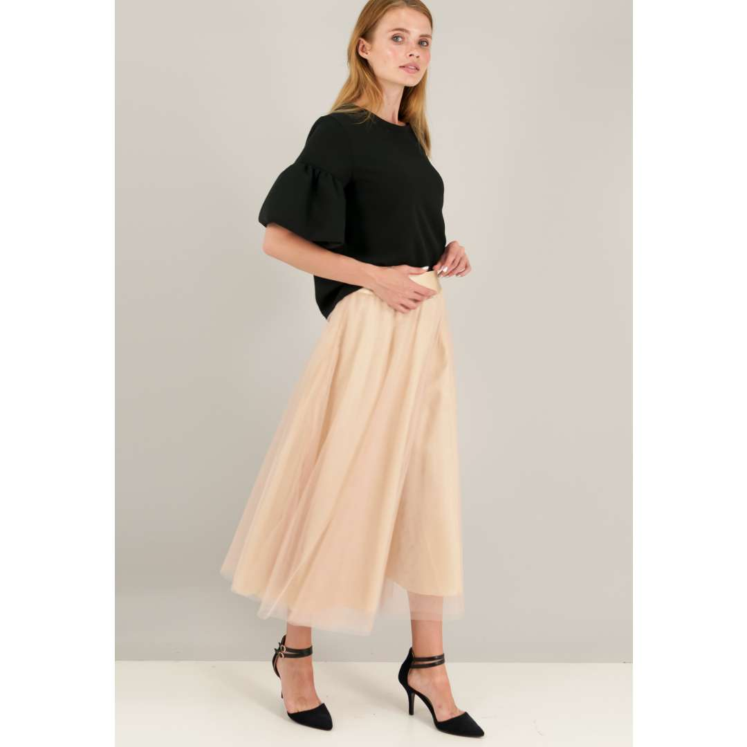Τούλινη φούστα με λάστιχο στη μέση.