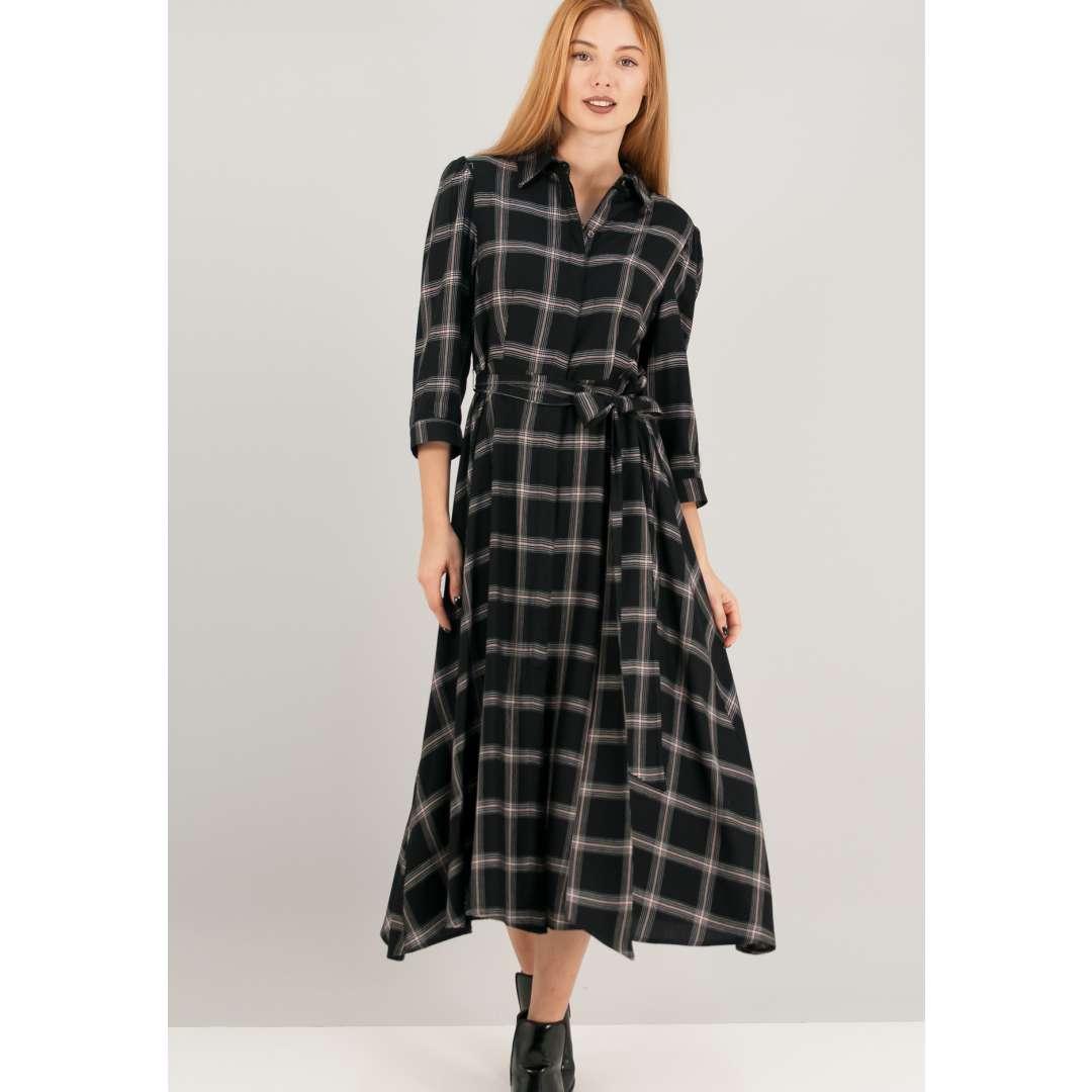 Καρό φόρεμα σε στυλ ρόμπας.