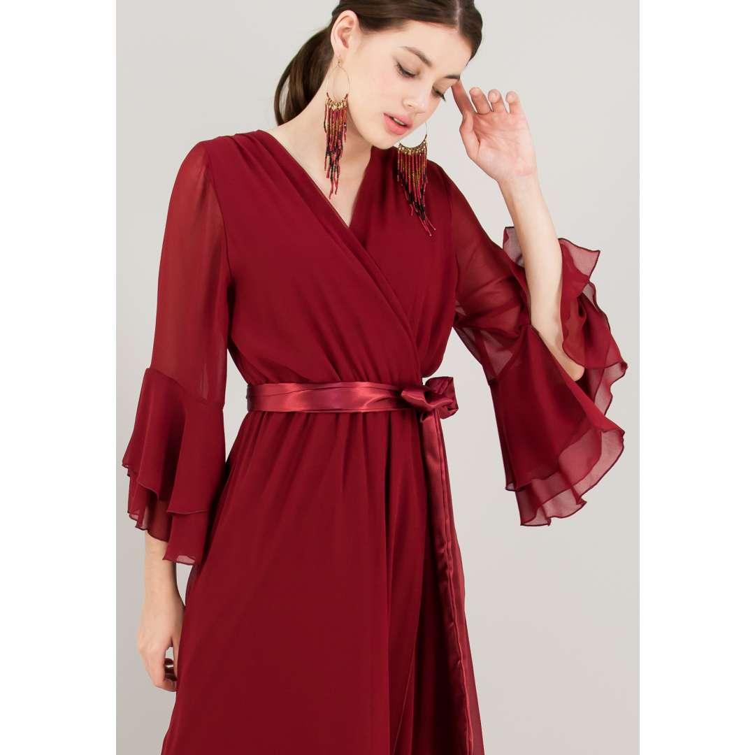 Μακρύ κρουαζέ φόρεμα με δέσιμο στη μέση.
