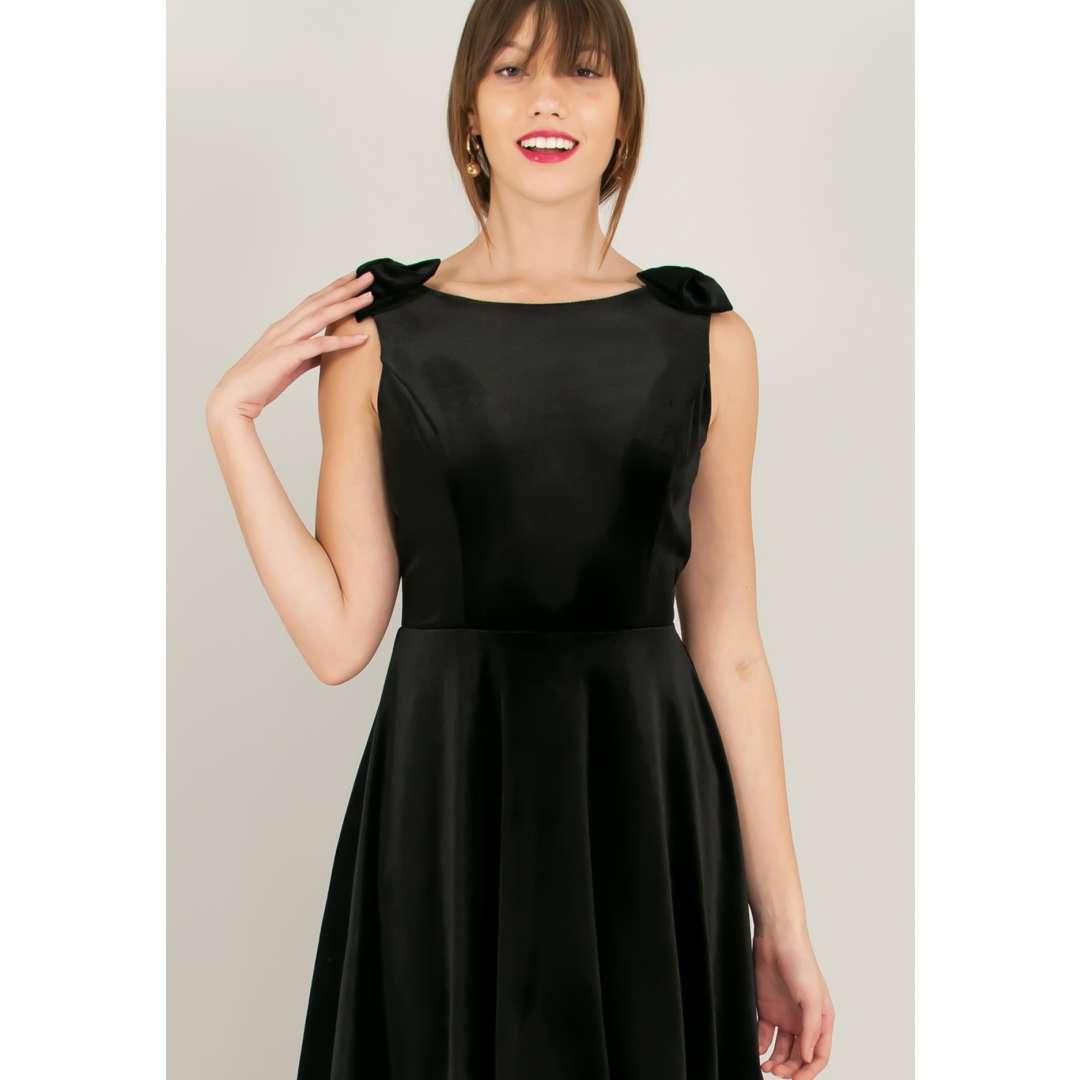 Βελούδινο φόρεμα με φιόγκο στον ώμο. ενδυματα   φορεματα