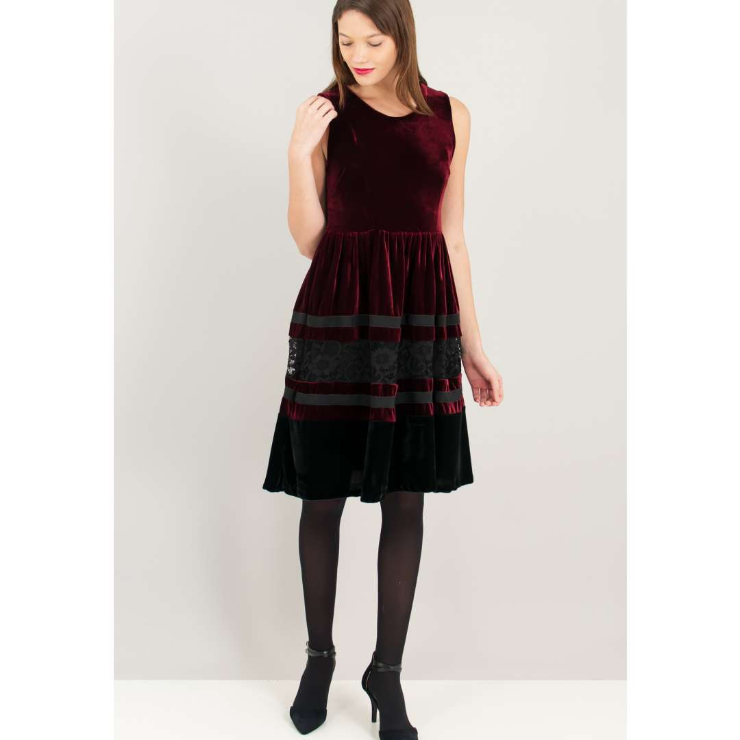 Βελούδινο κλος φόρεμα με αντίθεση.