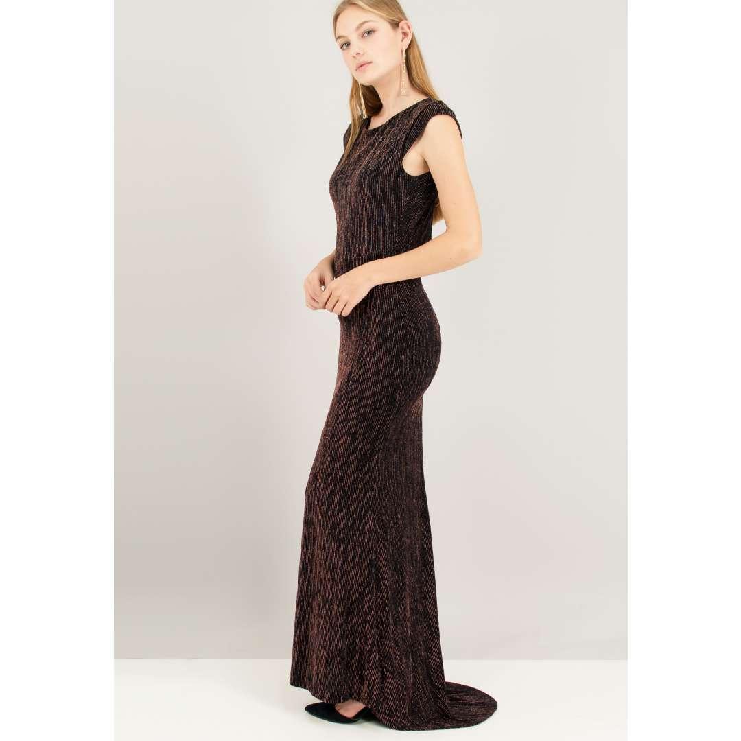 Μακρύ λούρεξ φόρεμα.