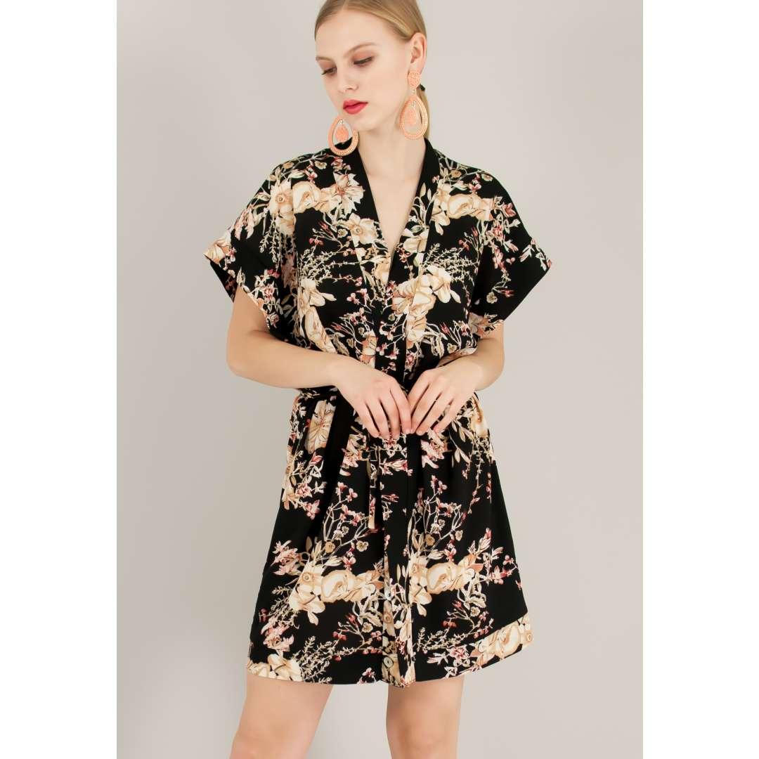 Εμπριμέ φόρεμα σε στιλ κιμονό.