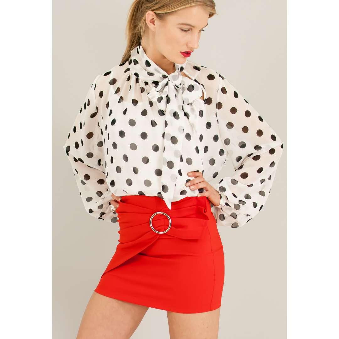 Μίνι φούστα με μεταλλική αγκράφα. ενδυματα   φουστεσ