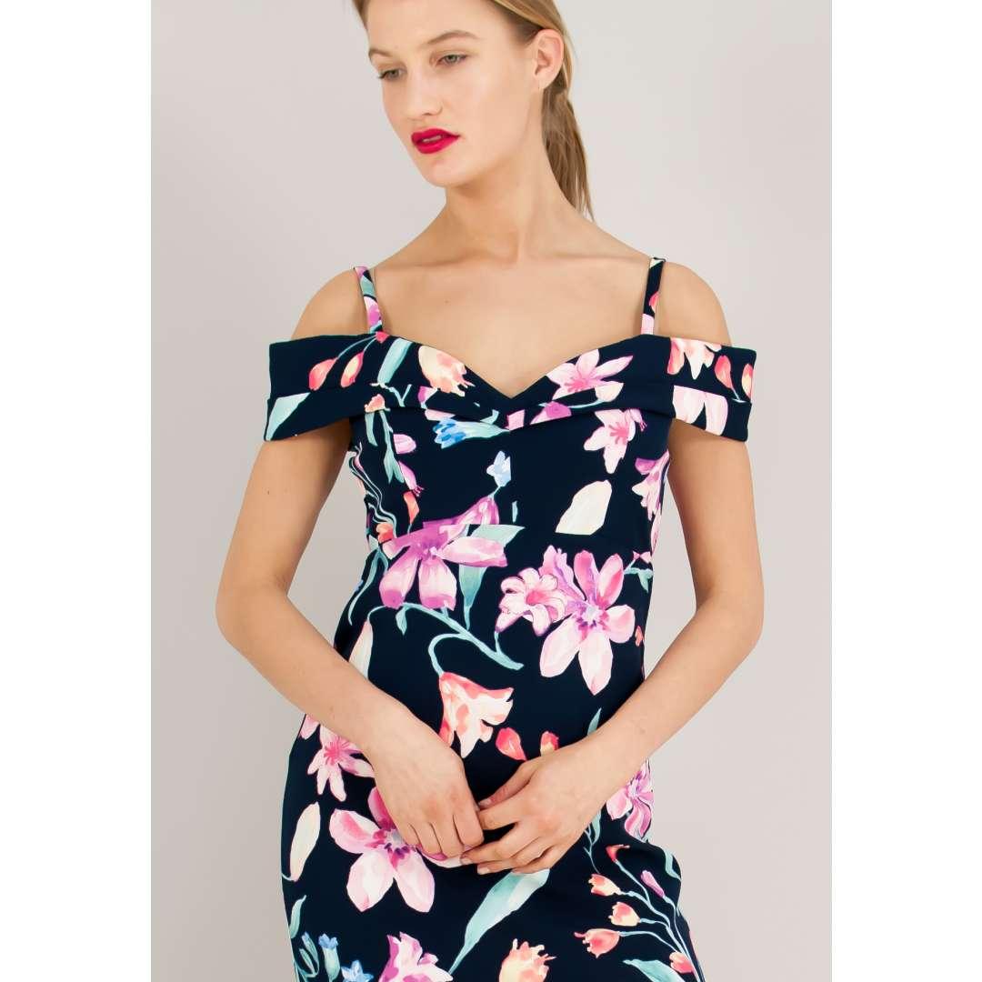 Φλοράλ φόρεμα με έξω τους ώμους.