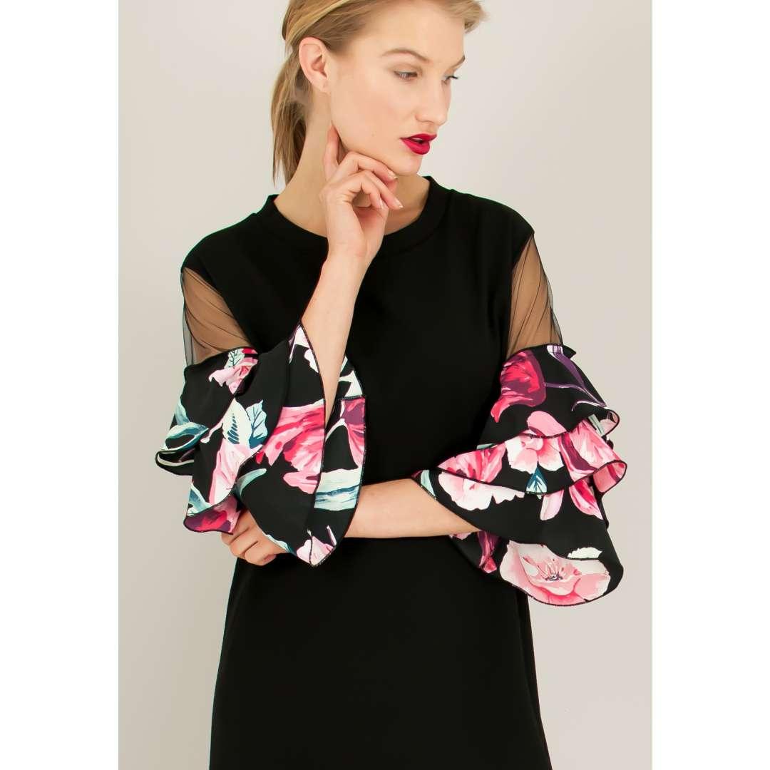 Φόρεμα με φλοράλ βολάν στα μανίκια. ενδυματα   φορεματα