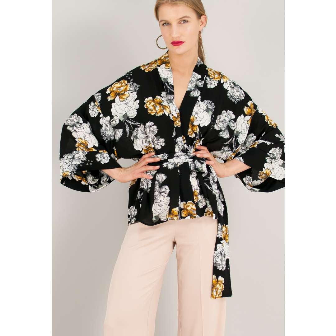 Εμπριμέ πουκάμισο σε στιλ κιμονό.