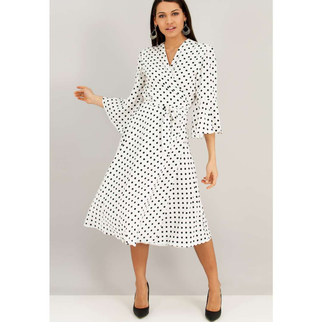 Μίντι ασπρόμαυρο πουά κρουαζέ φόρεμα.