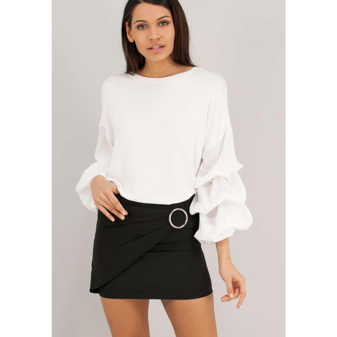 Μίνι φούστα με μεταλλική αγκράφα.