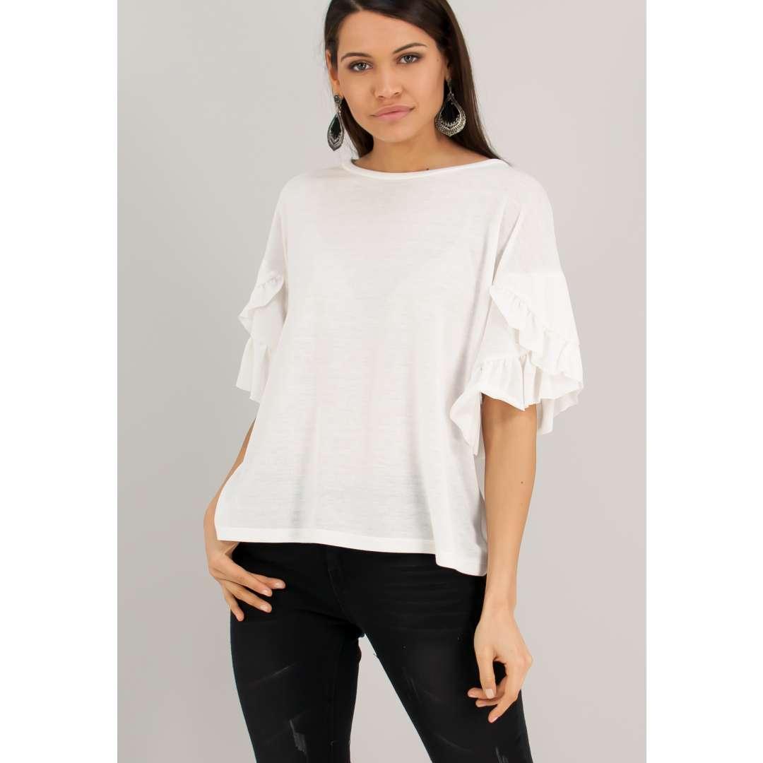 Μονόχρωμη μπλούζα με λεπτομέρεια βολάν στα μανίκια.