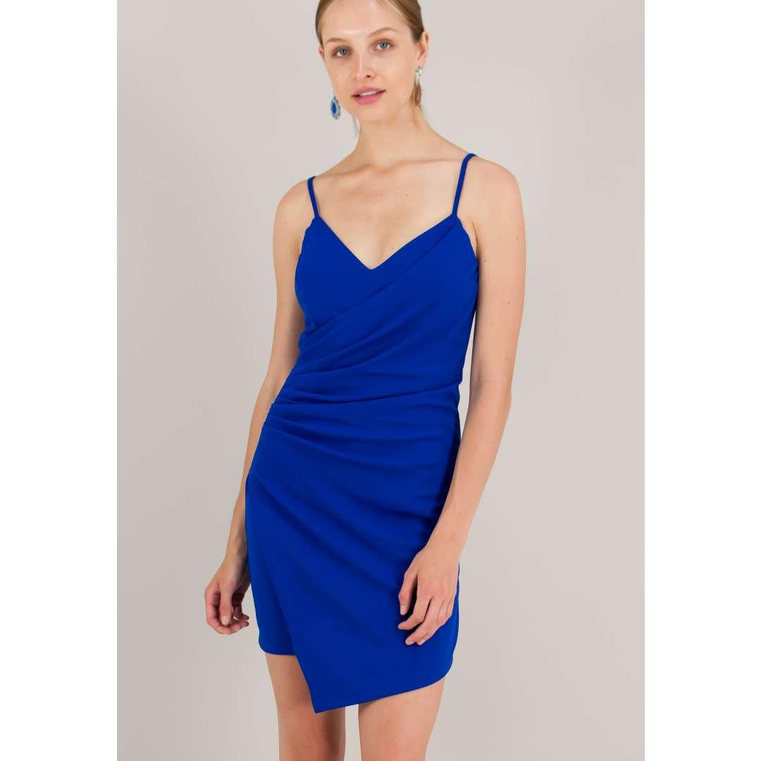 Εφαρμοστό φόρεμα με σούρες.