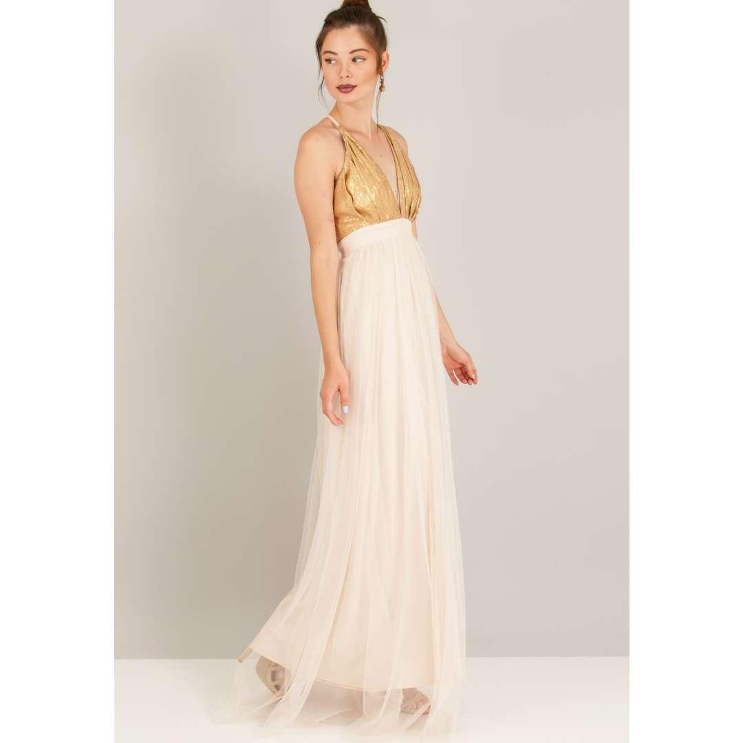 Φόρεμα με παγιέτα και τούλινη φούστα.