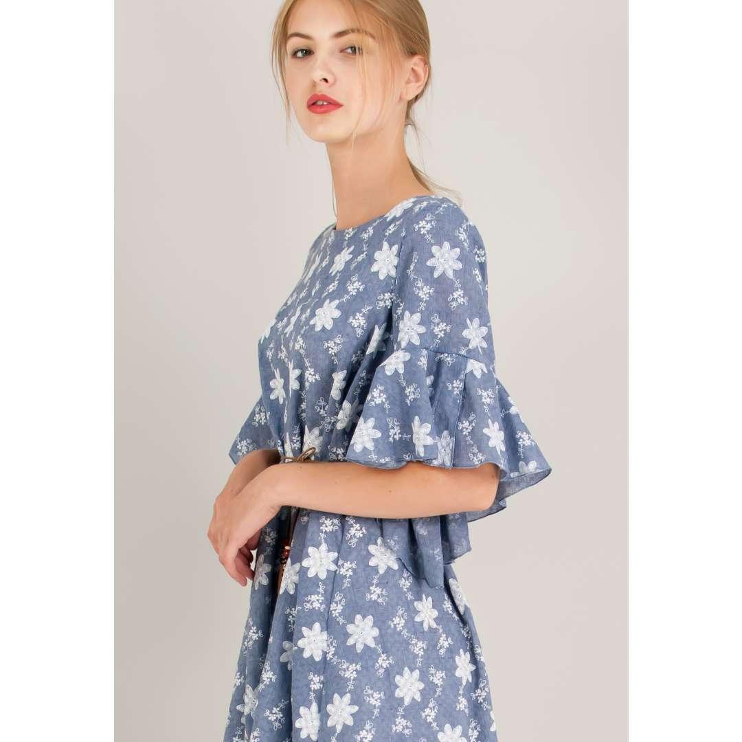 Μίνι φόρεμα με ανάγλυφο μοτίβο.