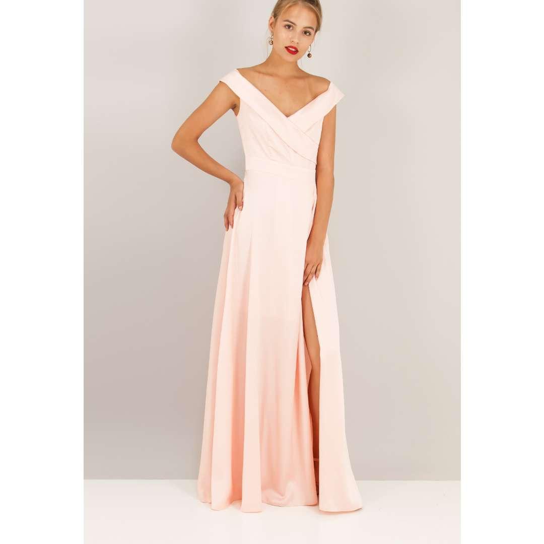 Μακρύ σατέν φόρεμα με έξω τους ώμους. ενδυματα   φορεματα   μακριά φορέματα
