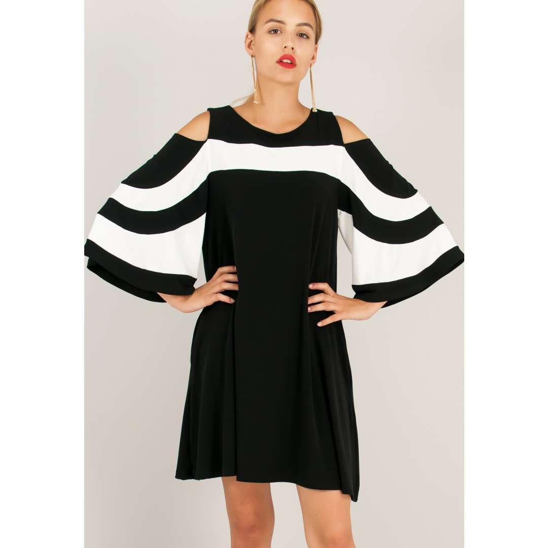 Φόρεμα με αντίθεση και ακάλυπτους ώμους.