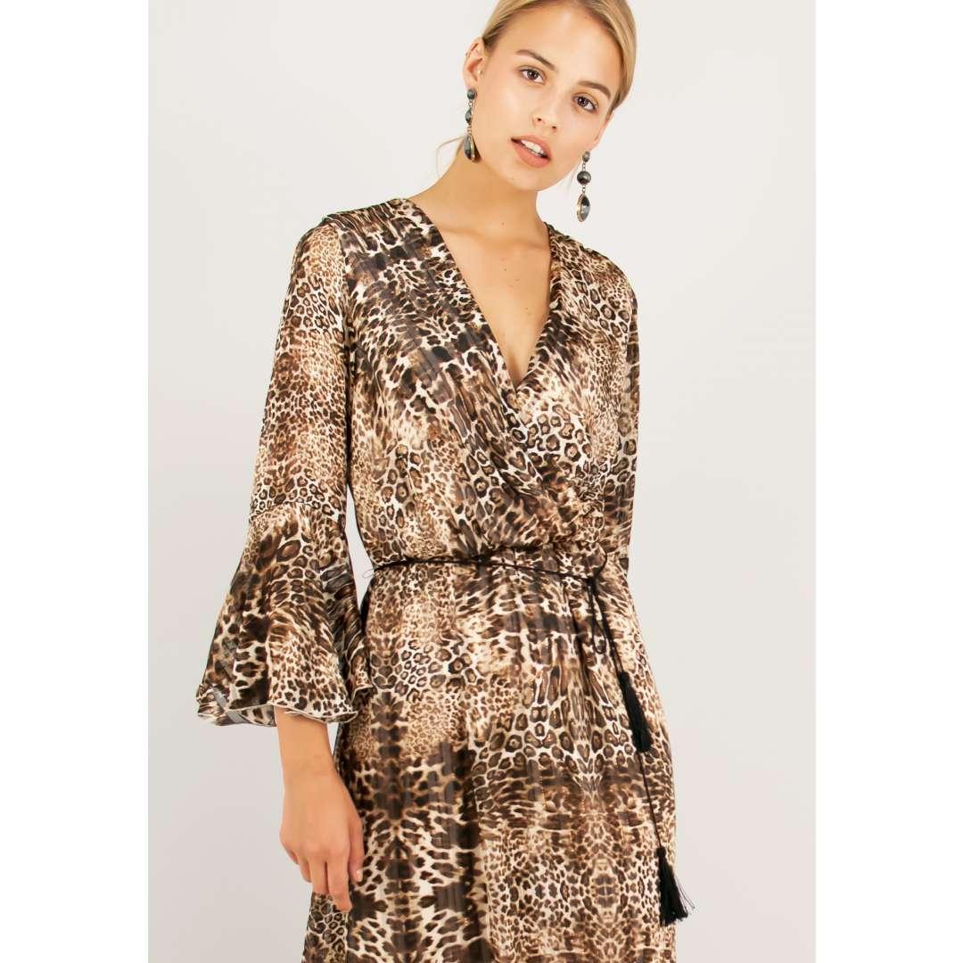 Μακρύ animal print φόρεμα.