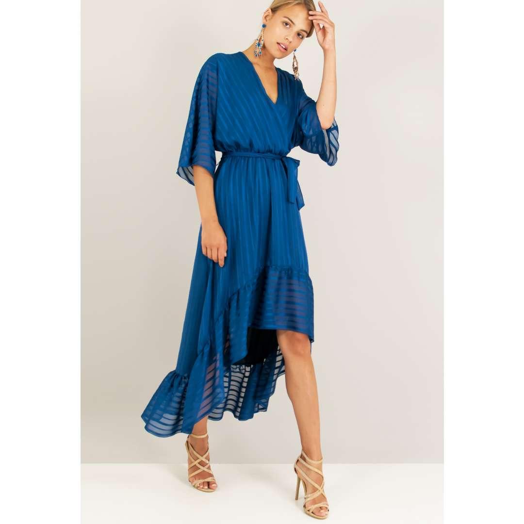 Ασύμμετρο φόρεμα με κρουαζέ μπούστο.