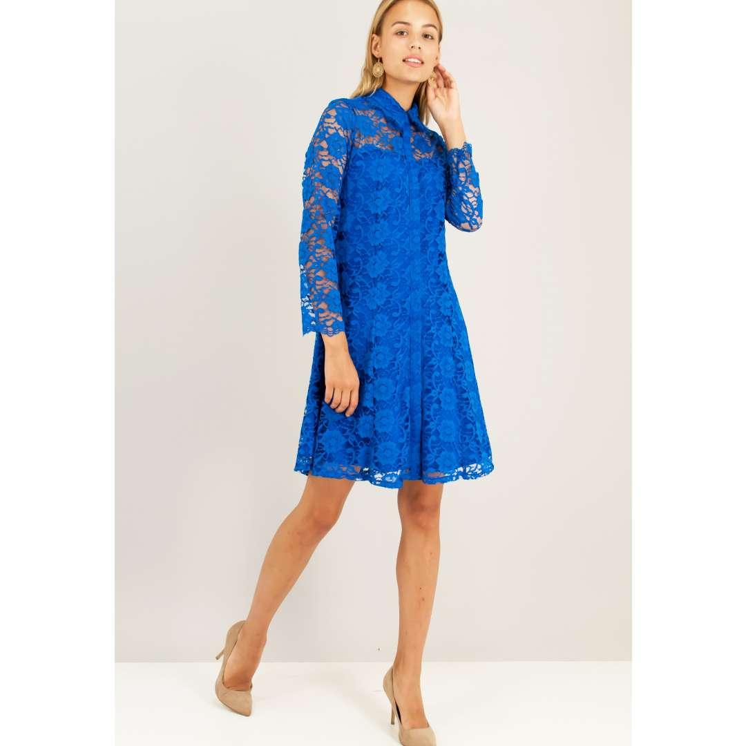 Δαντελένιο φόρεμα με γιακά πουκαμίσου.