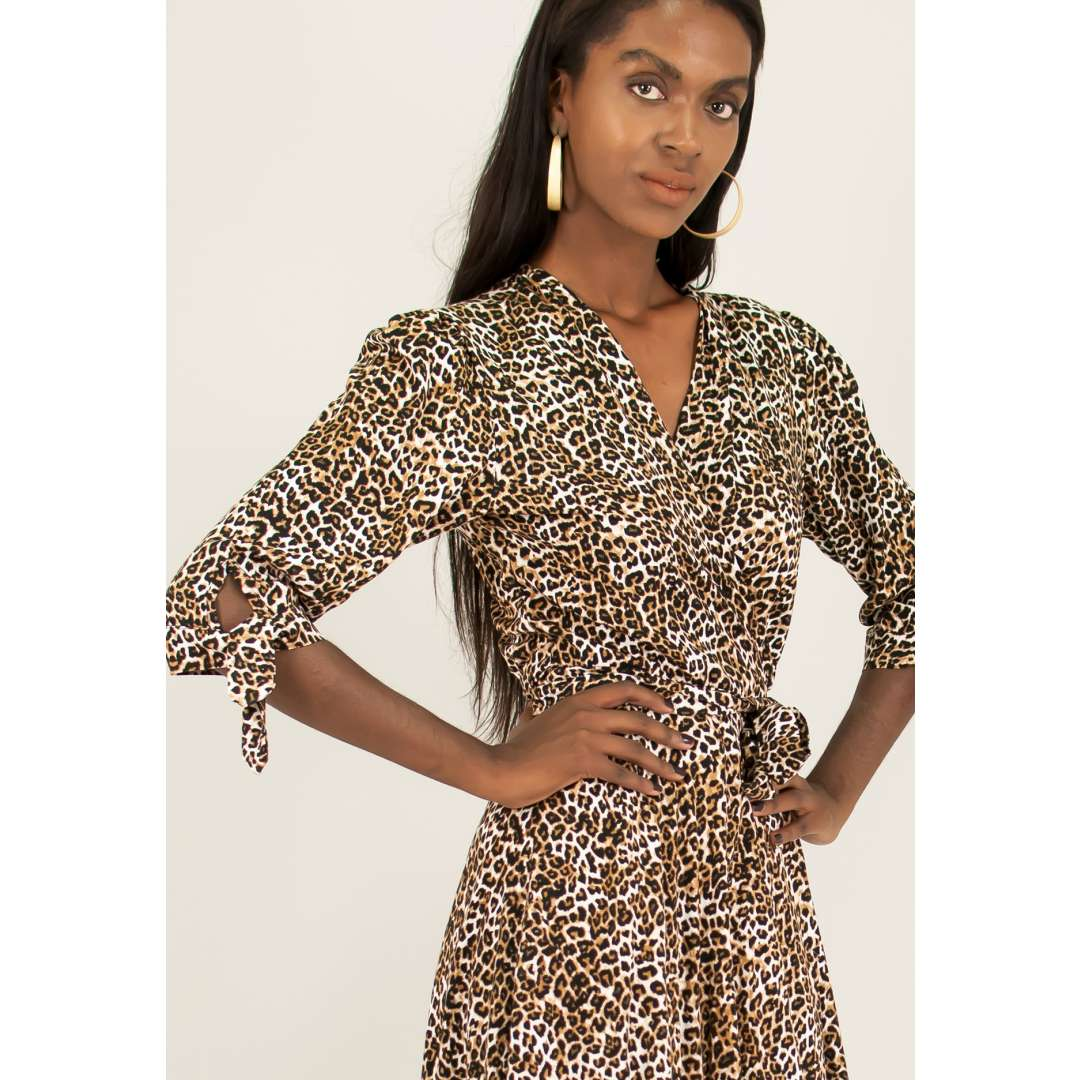 Animal print δετό κρουαζέ φόρεμα.