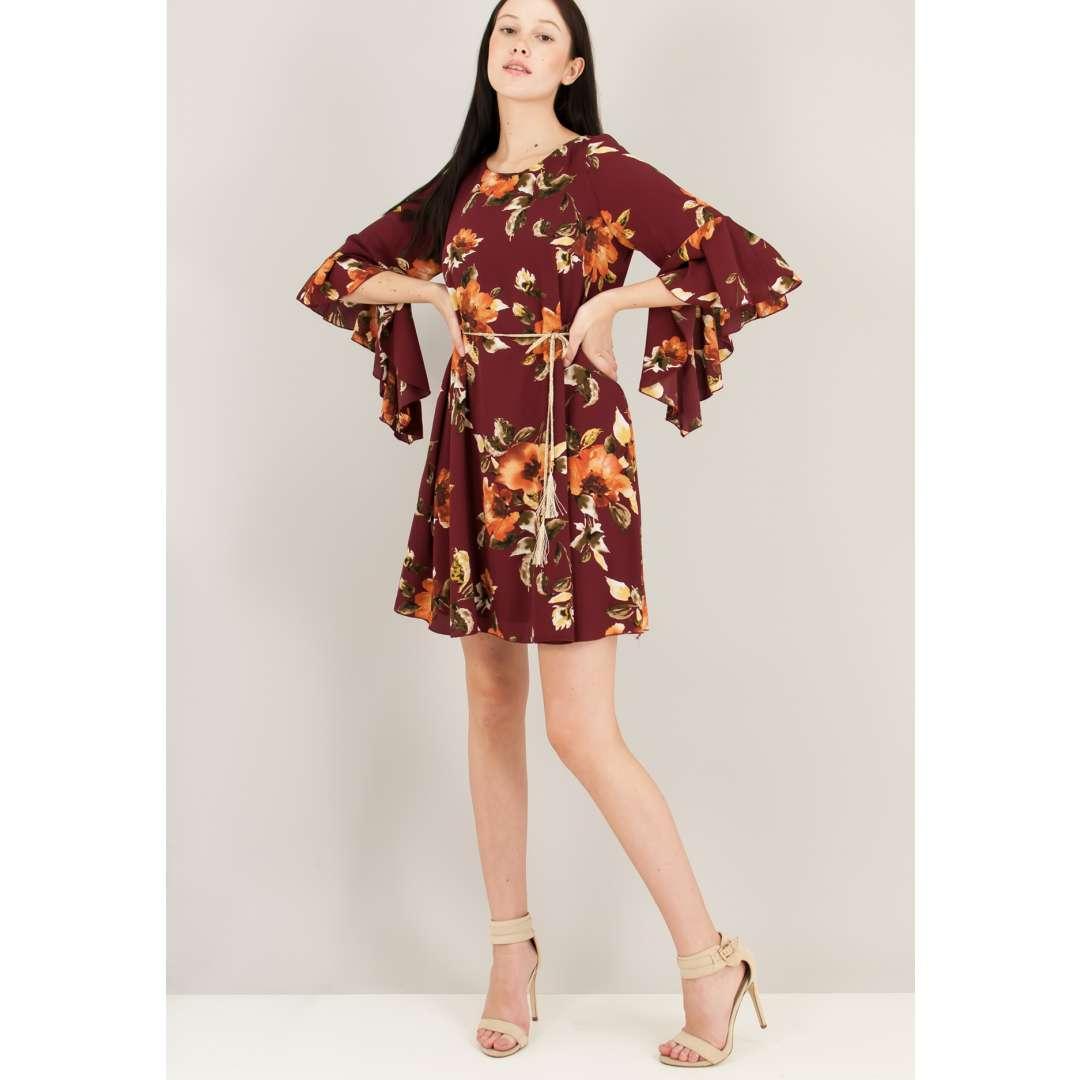 Φλοράλ φόρεμα με βολάν στο μανίκι.