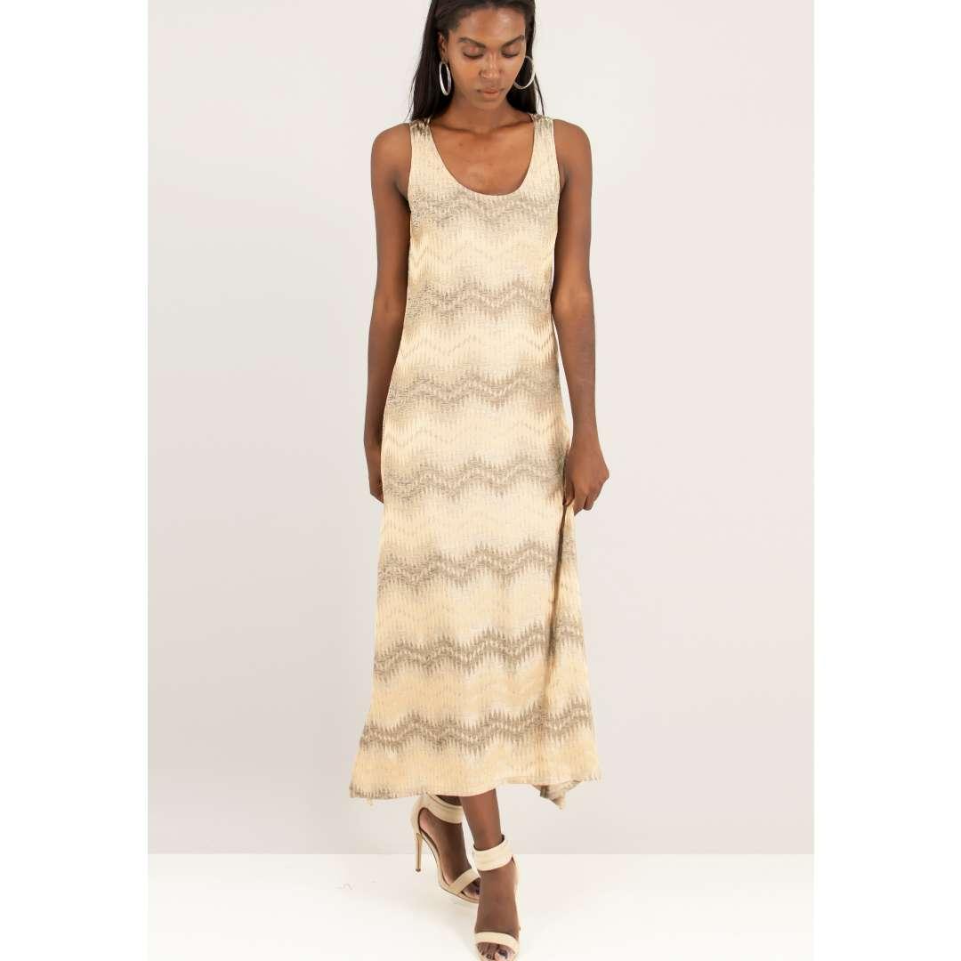 Πλεκτό φόρεμα με ανάγλυφο μοτίβο.