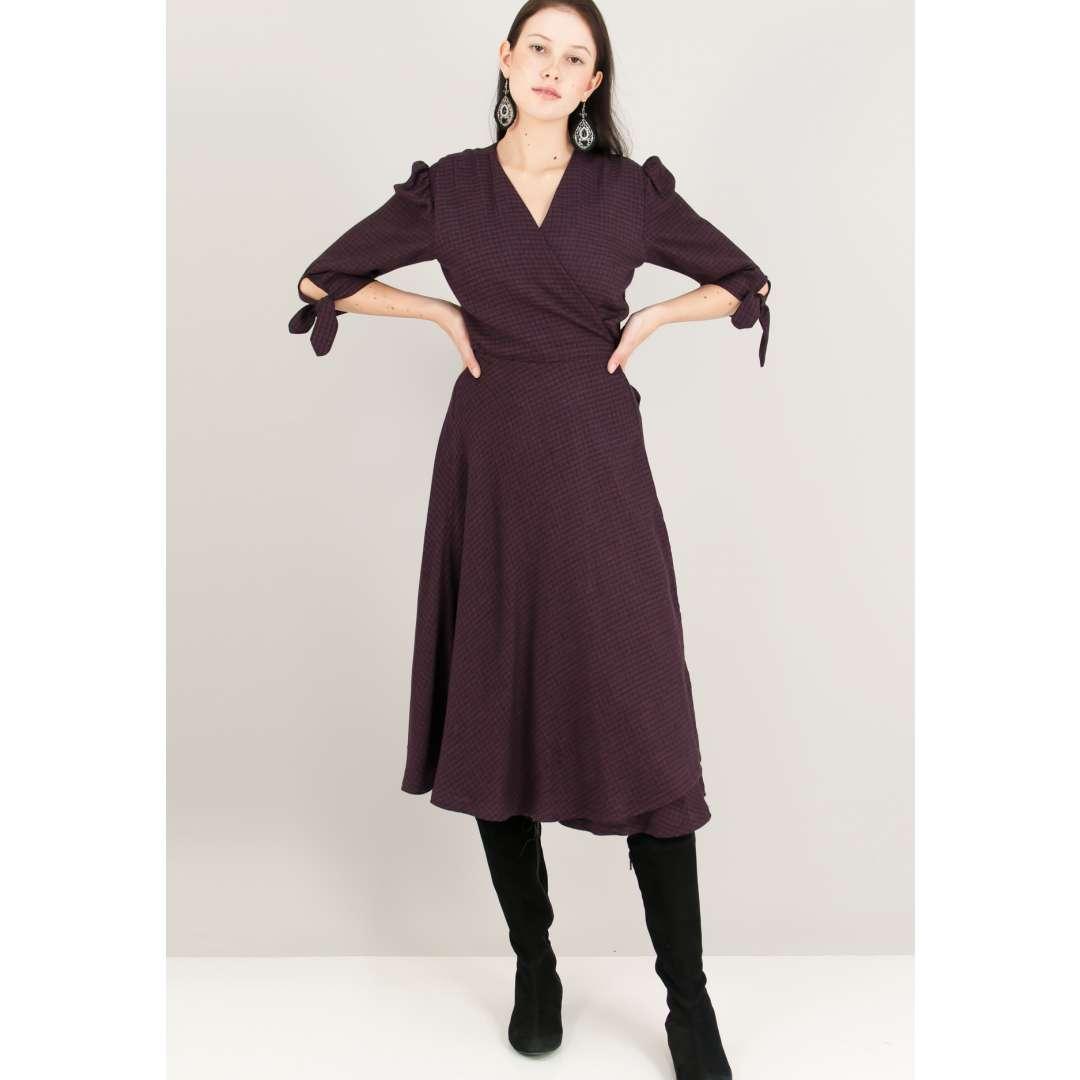 Καρό δετό κρουαζέ φόρεμα.