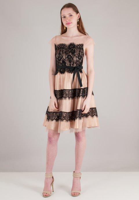 Φόρεμα από δίχτυ με λεπτομέρειες δαντέλα 587d16cd167