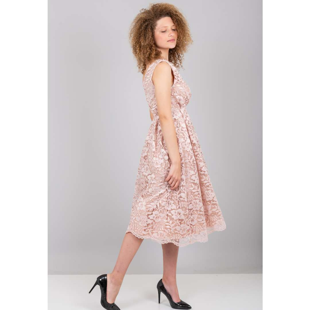98ab442238fd Μίντι φόρεμα από δίχτυ με ανάγλυφο μοτίβο. 95.00 € στο Zic Zac. Δαντελένιο  φόρεμα με φουρό