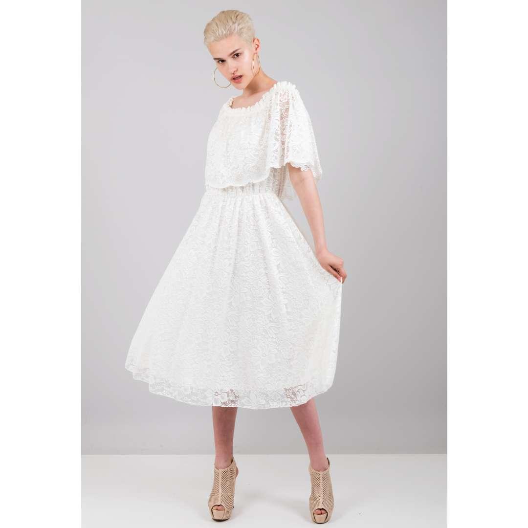 17ba670388f6 Δαντελένιο φόρεμα με βολάν στο μπούστο